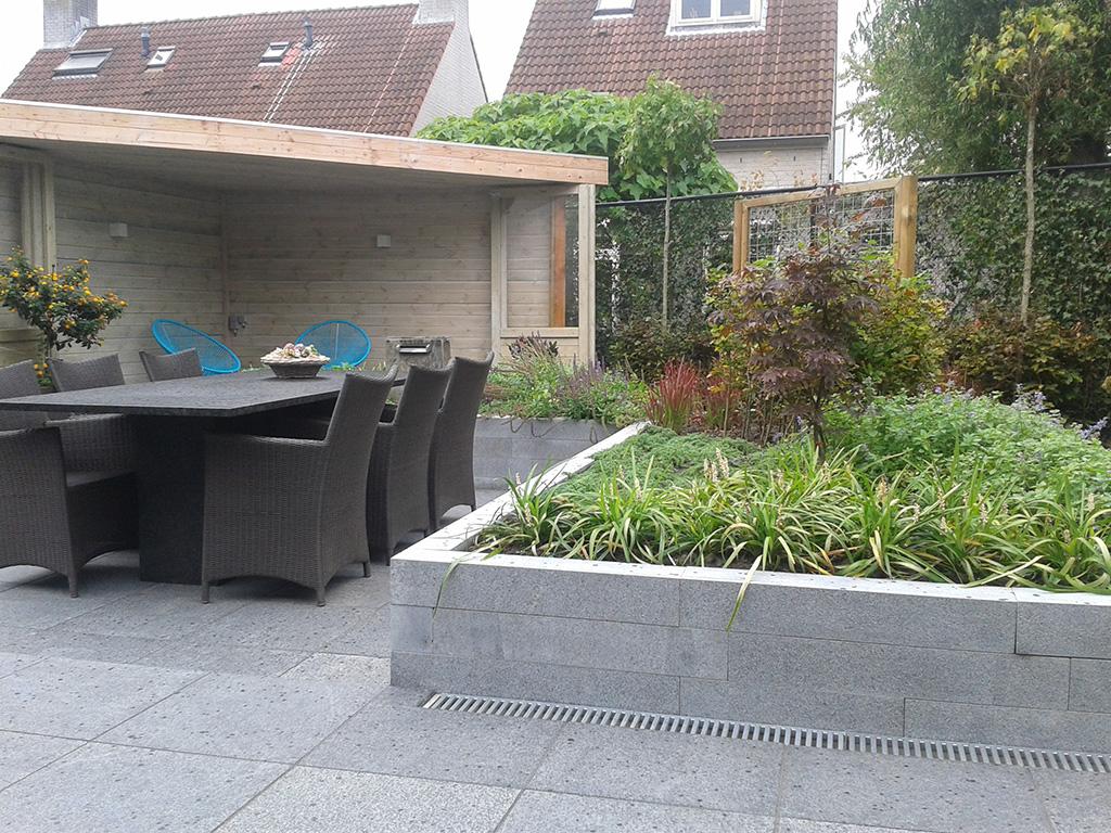 Terras met plantenbakken JVM Tuinen